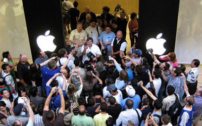 iPhone&Wozniack.jpg