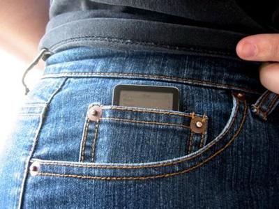 ipod_nano_in_pocket.jpg